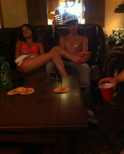 justin bieber and selena gomez hawaiian vacation. A Justin Bieber Foot Rub