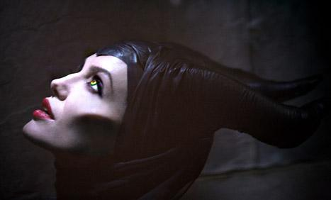 http://static.thehollywoodgossip.com/images/gallery/angelina-jolie-maleficent_467x282.jpg