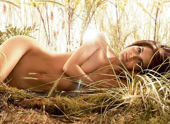 Angie Harmon got totally nude for an Allure Magazine photo shoot.