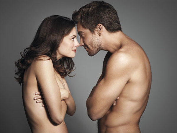 Anne Hathaway and Jake Gyllenhaal are half-naked in this promotional ad for