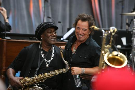 bruce springsteen clarence clemons kiss. Clarence Clemons and Bruce Springsteen