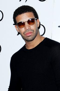 drake photograph 258x388 Chris Brown Drake Fight: All About Rihanna, Sparked By Middle Finger!