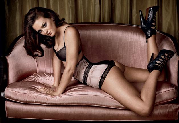 vanessa hudgens mila kunis. Vanessa Hudgens. Miley Cyrus.