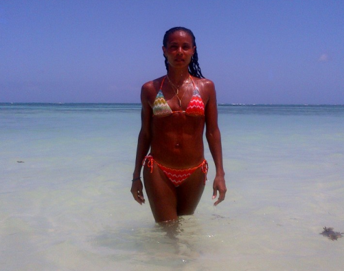 jada pinkett smith bikini body 501x394 Jada Pinkett Smith Tweets Bikini Pic, Words of Encouragement