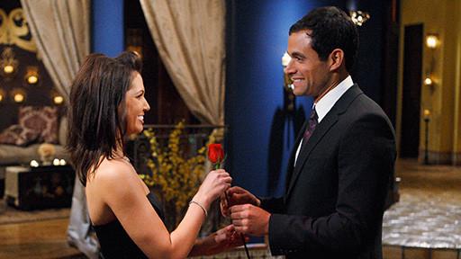 jason mesnick and melissa. Jason hands Melissa