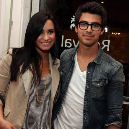 Demi Lovato and Joe Jonas: Spotted, Adroable Joe-and-demi_412x410