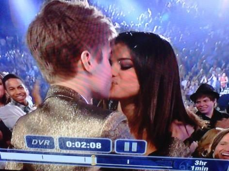 justin bieber and selena gomez dating. Justin Bieber Wins Five