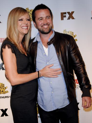 Rob Mcelhenney Kaitlin Olson Wedding information of technol...