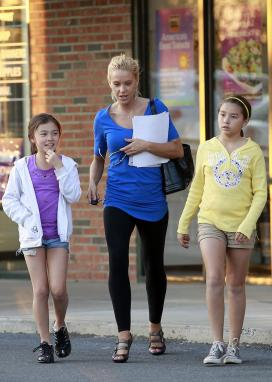 Kate Gosselin, Mady and Cara