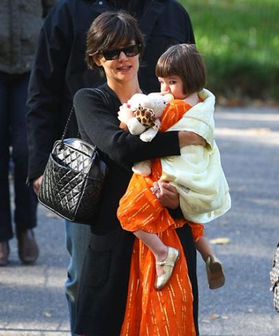Cruise  Katie Holmes Suri on 31  Always Fashion Forward  Katie Holmes And Daughter Suri Cruise