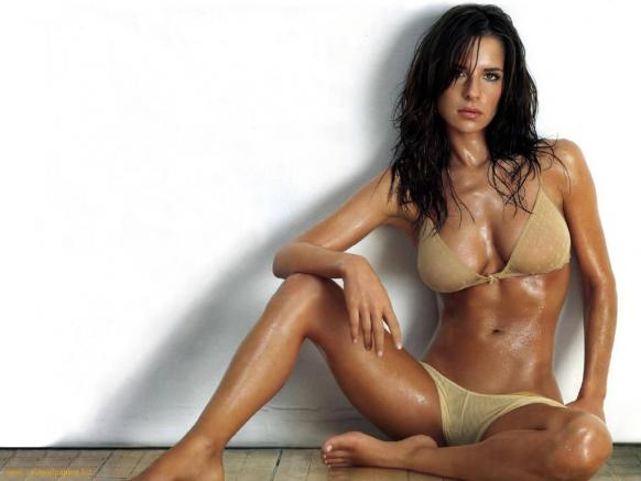 kelly-monaco-bikini-photo_582x437.jpg