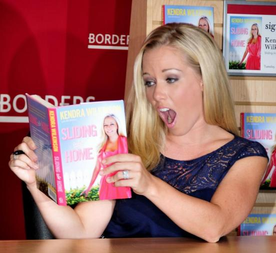 http://static.thehollywoodgossip.com/images/gallery/kendra-wilkinson-book-signing_552x507.jpg