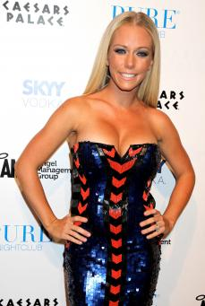 Kendra Wilkinson Defends Jessica Simpson Figure: Leave Her Alone! » Gossip | Kendra Wilkinson