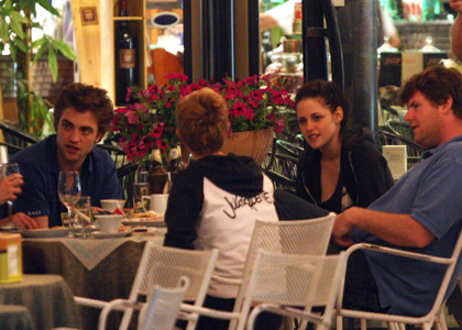 is robert pattinson and kristen stewart dating. Kristen Stewart and Robert