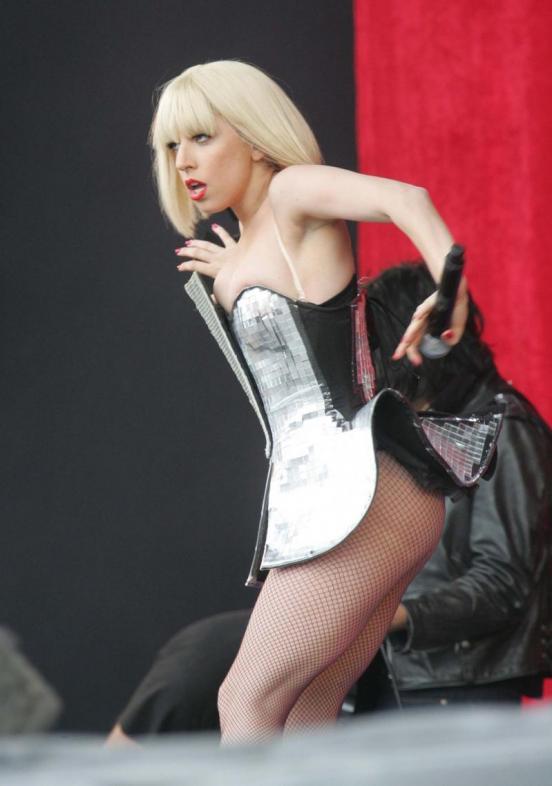 Slike sa koncerta... Lady-gaga-live-picture_552x786