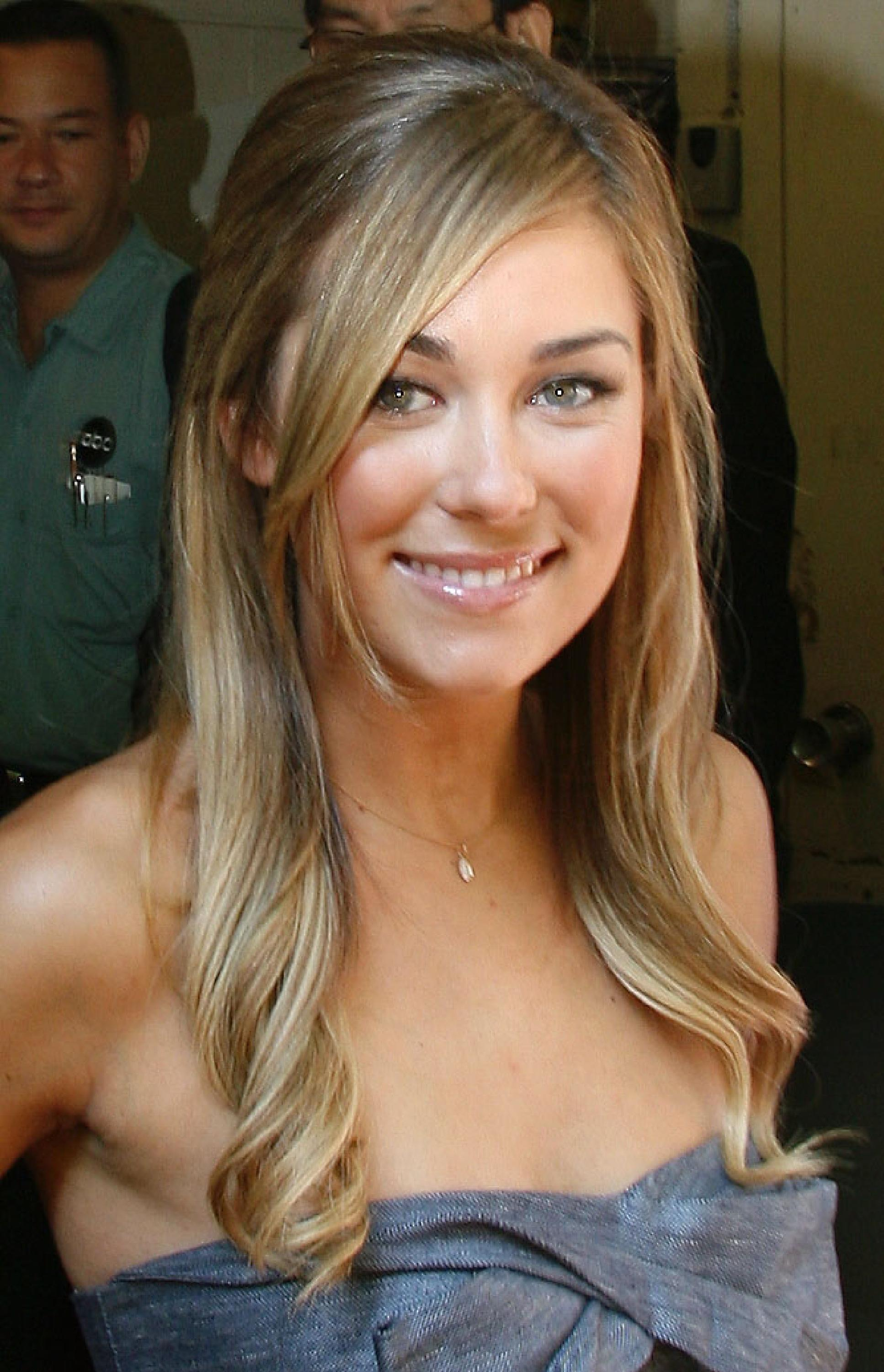 Celebrity Polls > Do you like Lauren Conrad with bangs or no bangs?