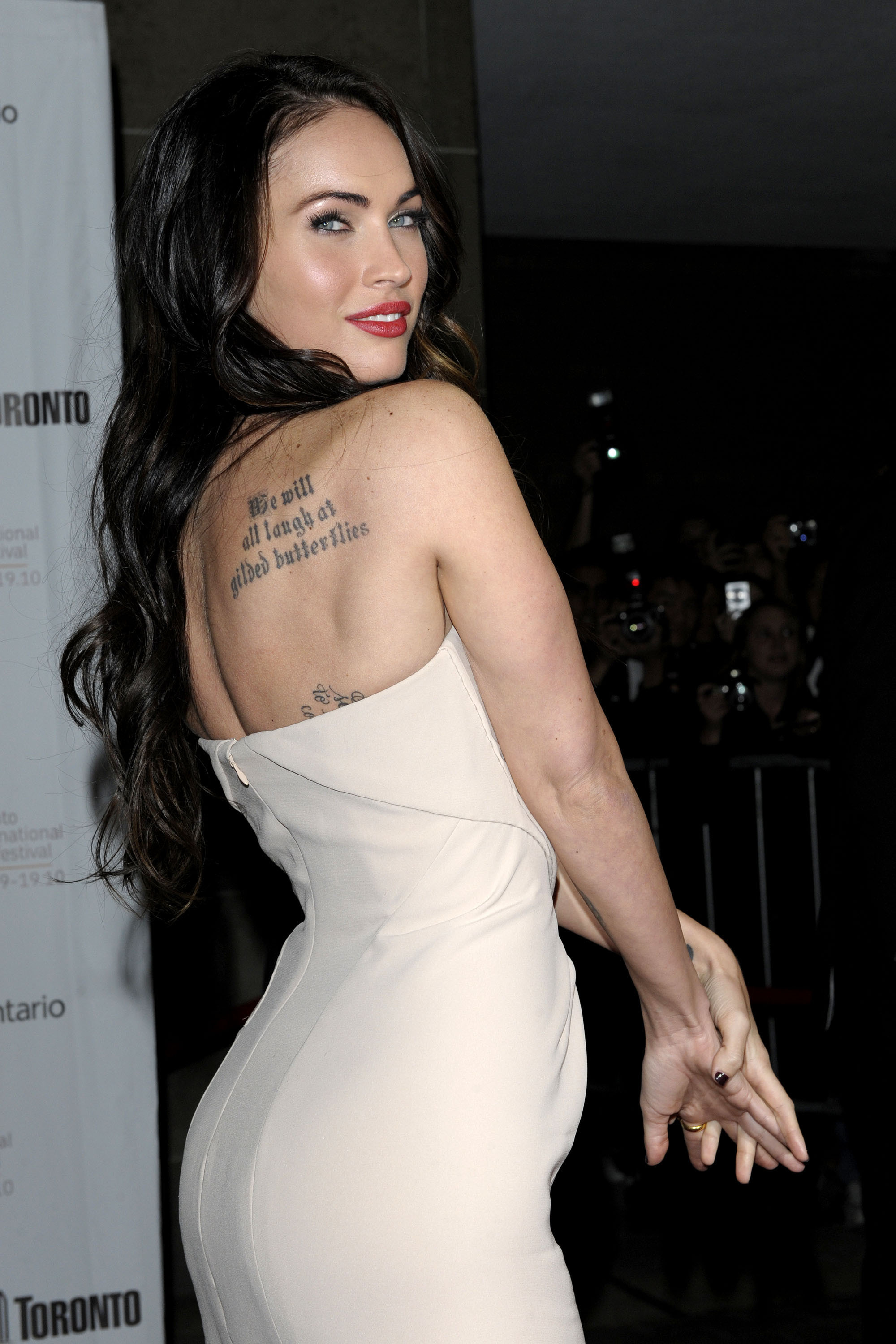 Ever wondered what Megan Fox's tattoo says? Here's a nice, close shot of it.