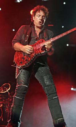 neal schon picture 266x442 Michaele Salahi Neal Schon Affair: Wildly Sexual, News to Tareq!