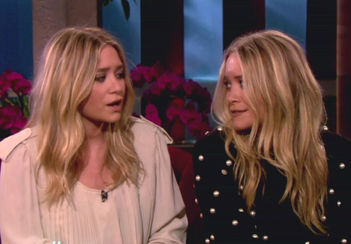 Olsen Twins Look On - The Hollywood Gossip