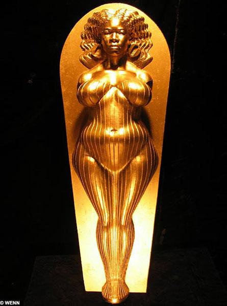 oprah winfrey nude Oprah Winfrey Nude. Sculptor Daniel Edwards has way too much time on his ...