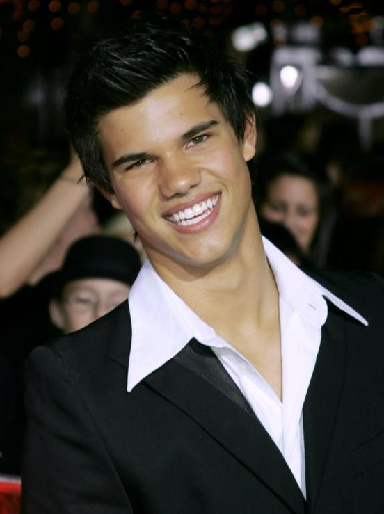 pictures of taylor lautner with his. Taylor Lautner flashes his