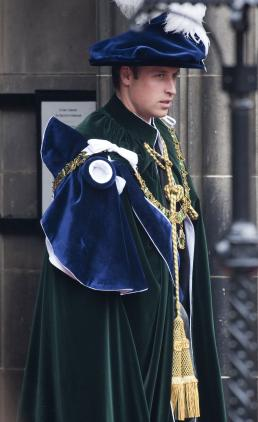 Elegant prince William: Knighted in Scotland! » Gossip/Prince William