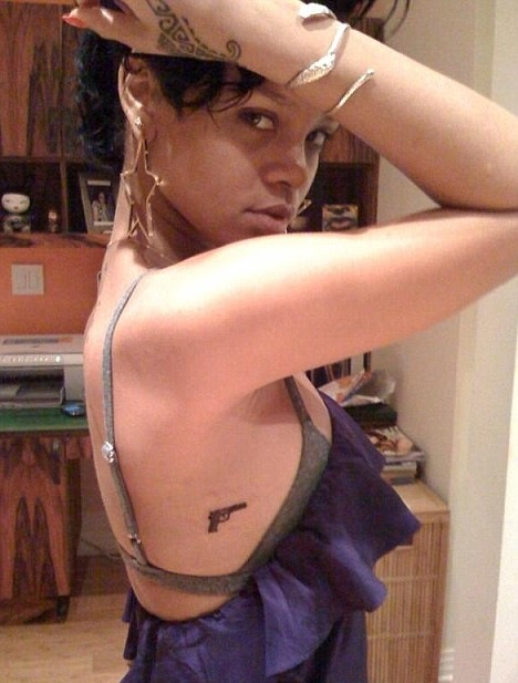 Rihanna's new gun tattoo, as of late March '09. Girl is definitely a pistol,