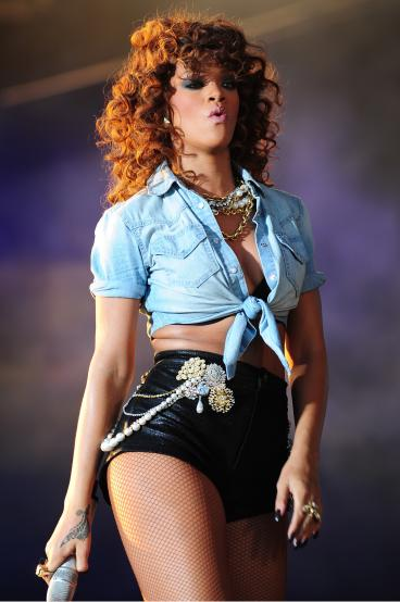 rihanna live in concert 368x554 Rihanna Sex Tape With J. Cole: Allegedly Real!
