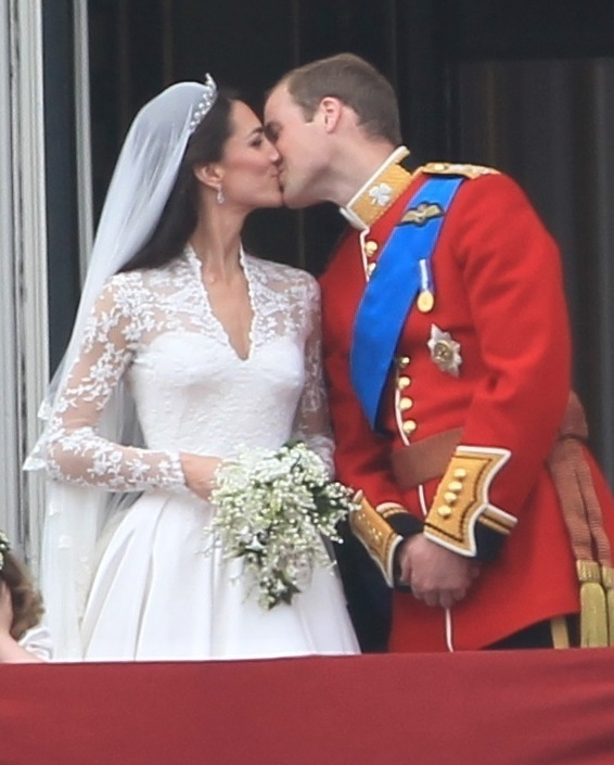 Kate and William kiss at the Royal Wedding What a moment