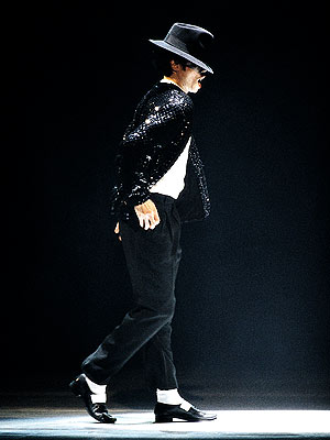 Clip học nhảy theo điệu moonwalk của Michael Jackson